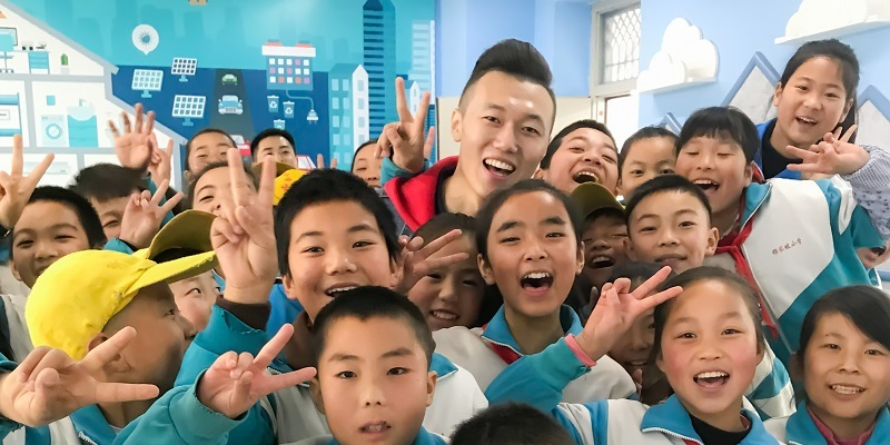 Matthew Miao with students