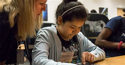 Student learns coding during day of STEM at TI